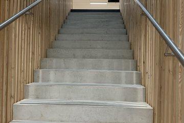 Escaliers vers étage ATMO